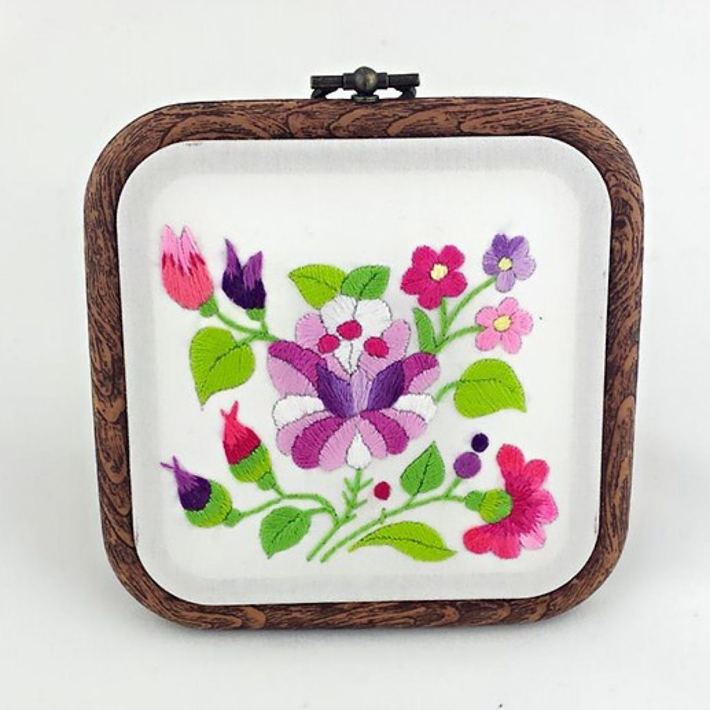 haftowany obrazek fioletowy kwiat