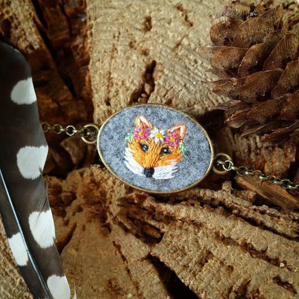 haftowana bransoletka lisek z wiankiem