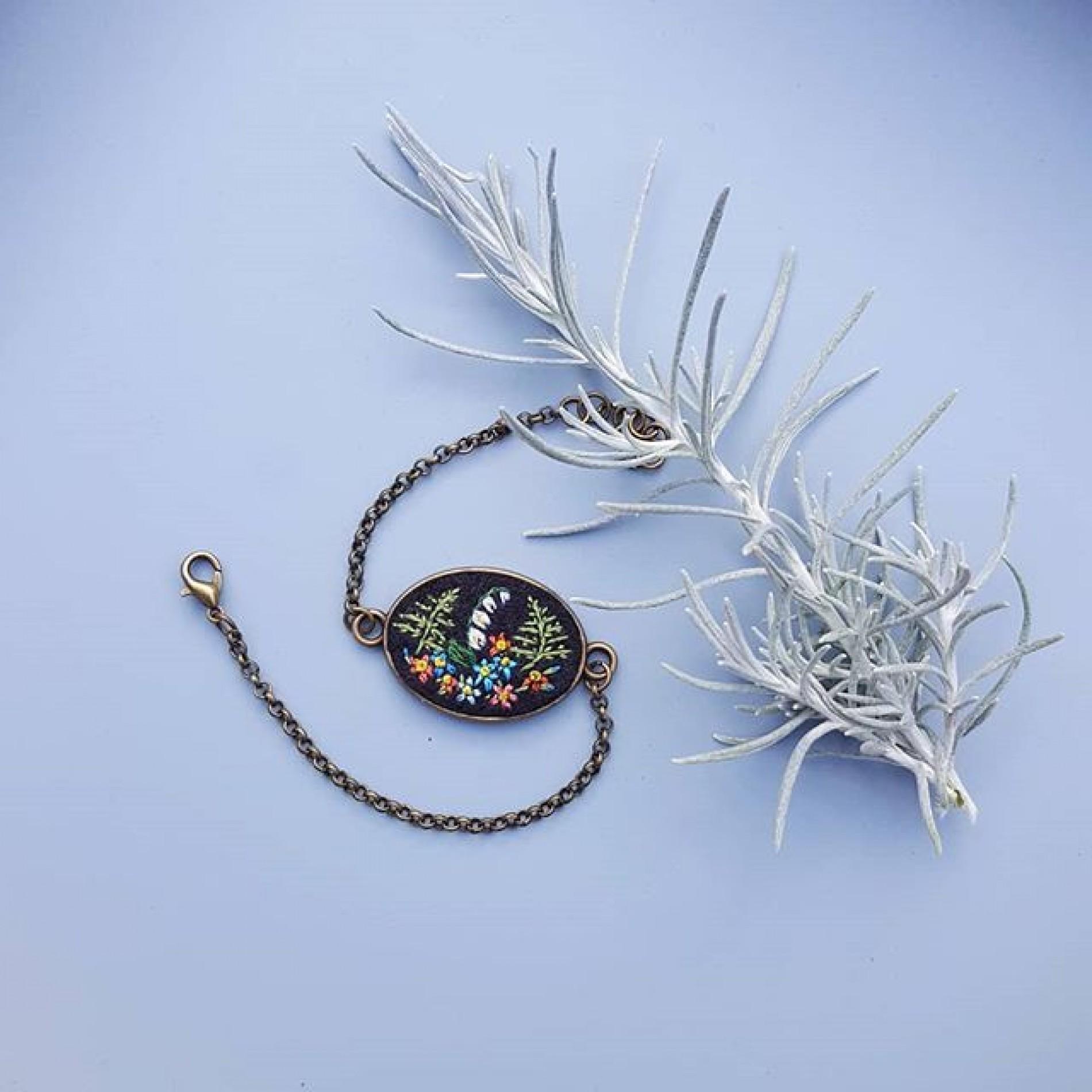 haftowana bransoletka paprocie i konwalie