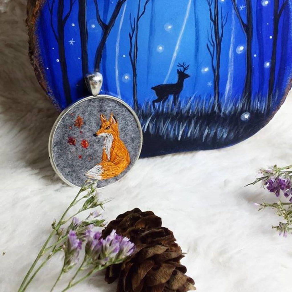 haftowany naszyjnik lisek jesienią