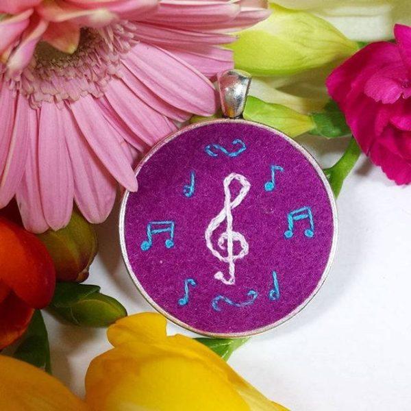 haftowany naszyjnik klucz wiolinowy