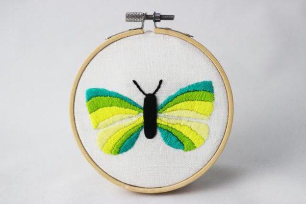 haftowany obrazek żółty motylek