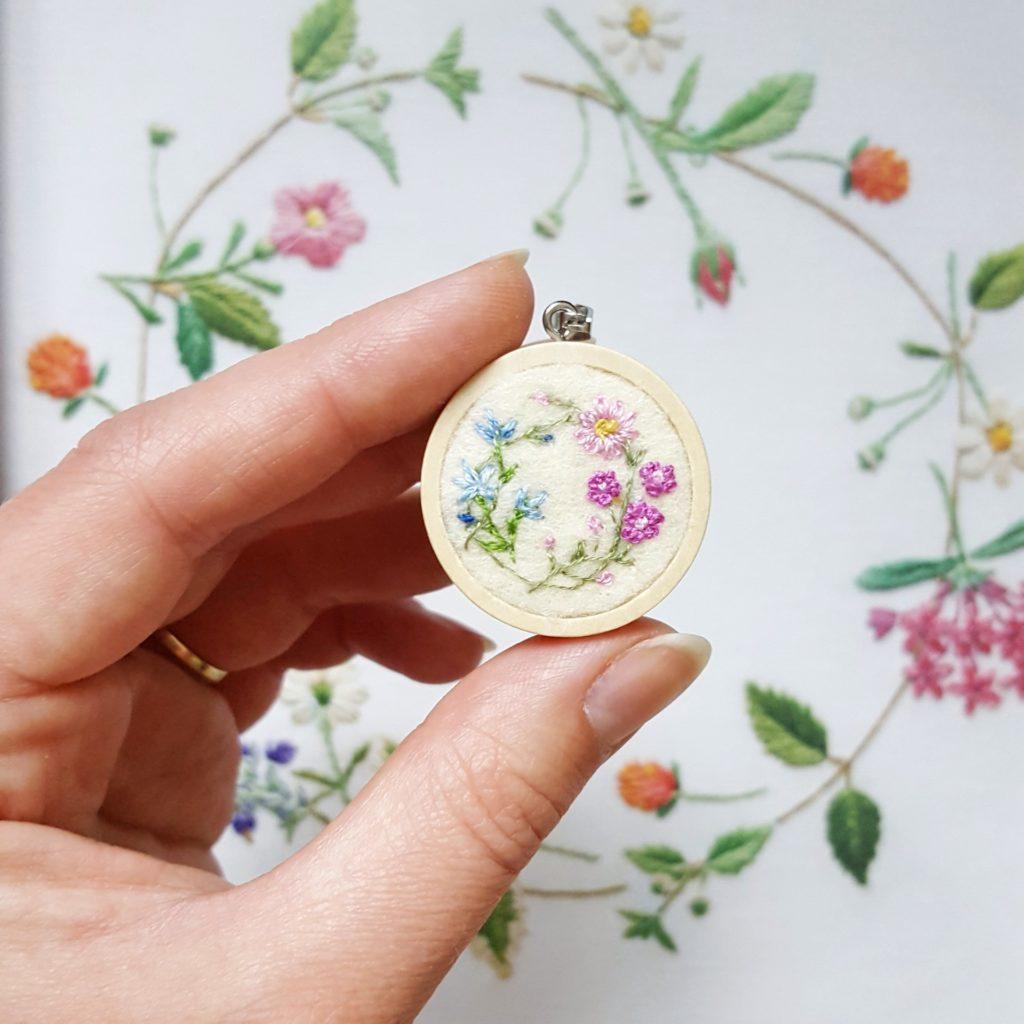 haftowany naszyjnik kwiatowy wianek