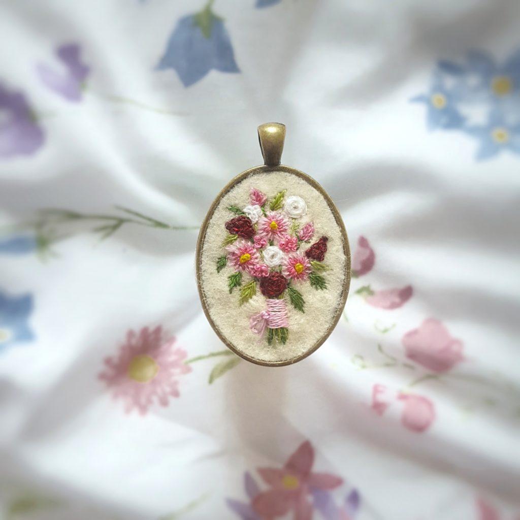 haftowany naszyjnik bukiet