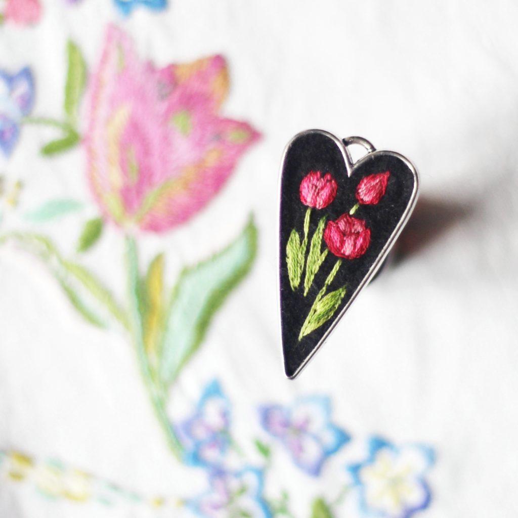 haftowany naszyjnik tulipany
