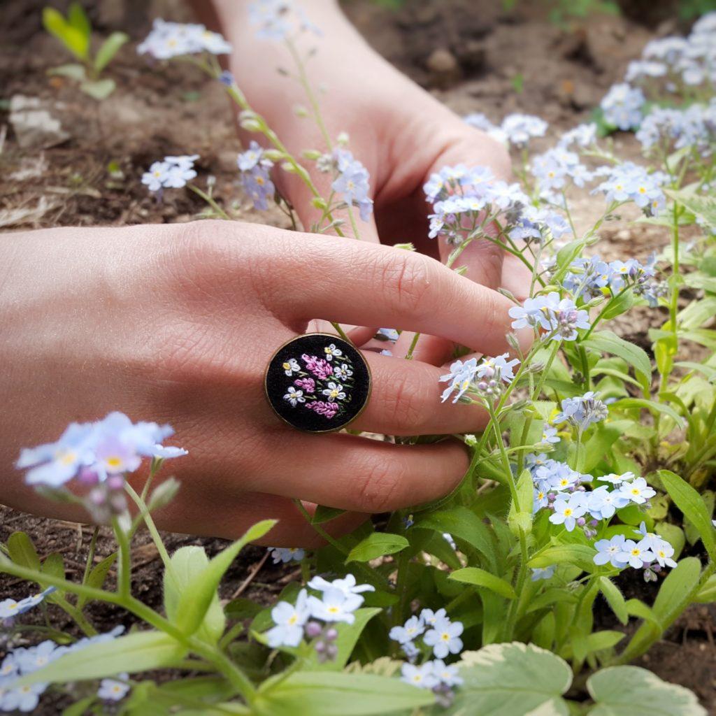 haftowany pierścionek wrzosy