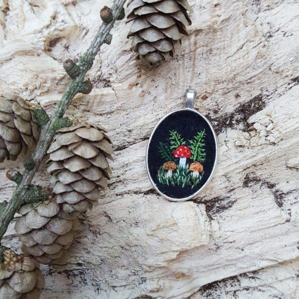 haftowany naszyjnik grzyby