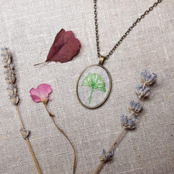 haftowany naszyjnik liść