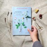 recenzja książki embroidered garden flowers