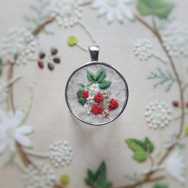 haftowany naszyjnik maliny