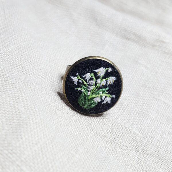 haftowany pierścionek konwalie
