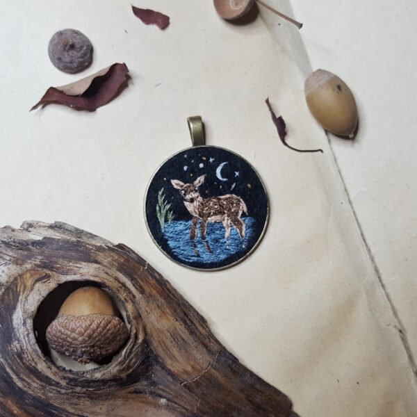 haftowany naszyjnik sarenka