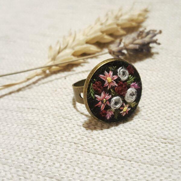 haftowany pierścionek moc kwiatów